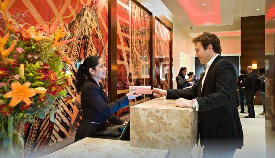 Nhân viên lễ tân khách sạn cần phải làm những gì?