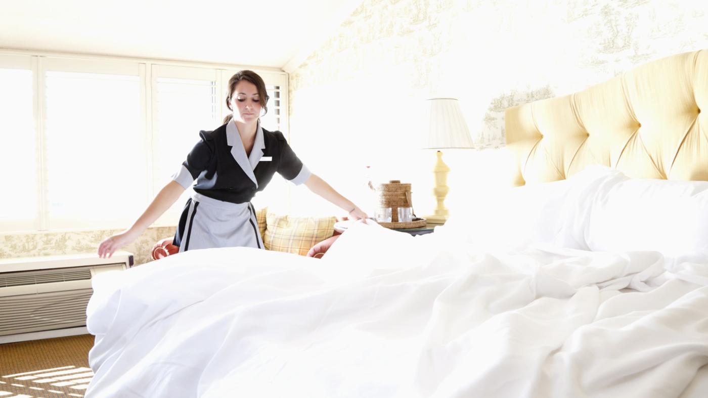 Image result for phục vụ khách sạn