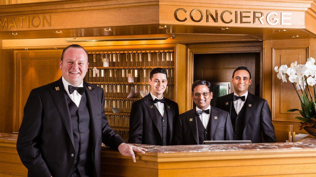 Nhân viên concierge trong kinh doanh khách sạn cao cấp