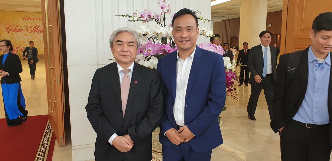 CEO ezCloud chụp hình với Bộ trưởng Bộ Khoa học và Công nghệ Nguyễn Quân