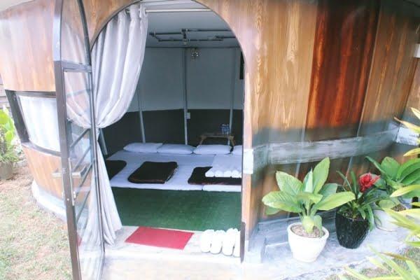 Không gian bên trong của homestay thùng rượu vang