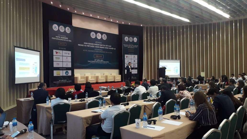 """CEO ezCloud làm diễn giả tại Hội nghị """"Kinh doanh khách sạn tại Việt Nam trong xu thế cuộc cách mạng công nghiệp 4.0"""""""