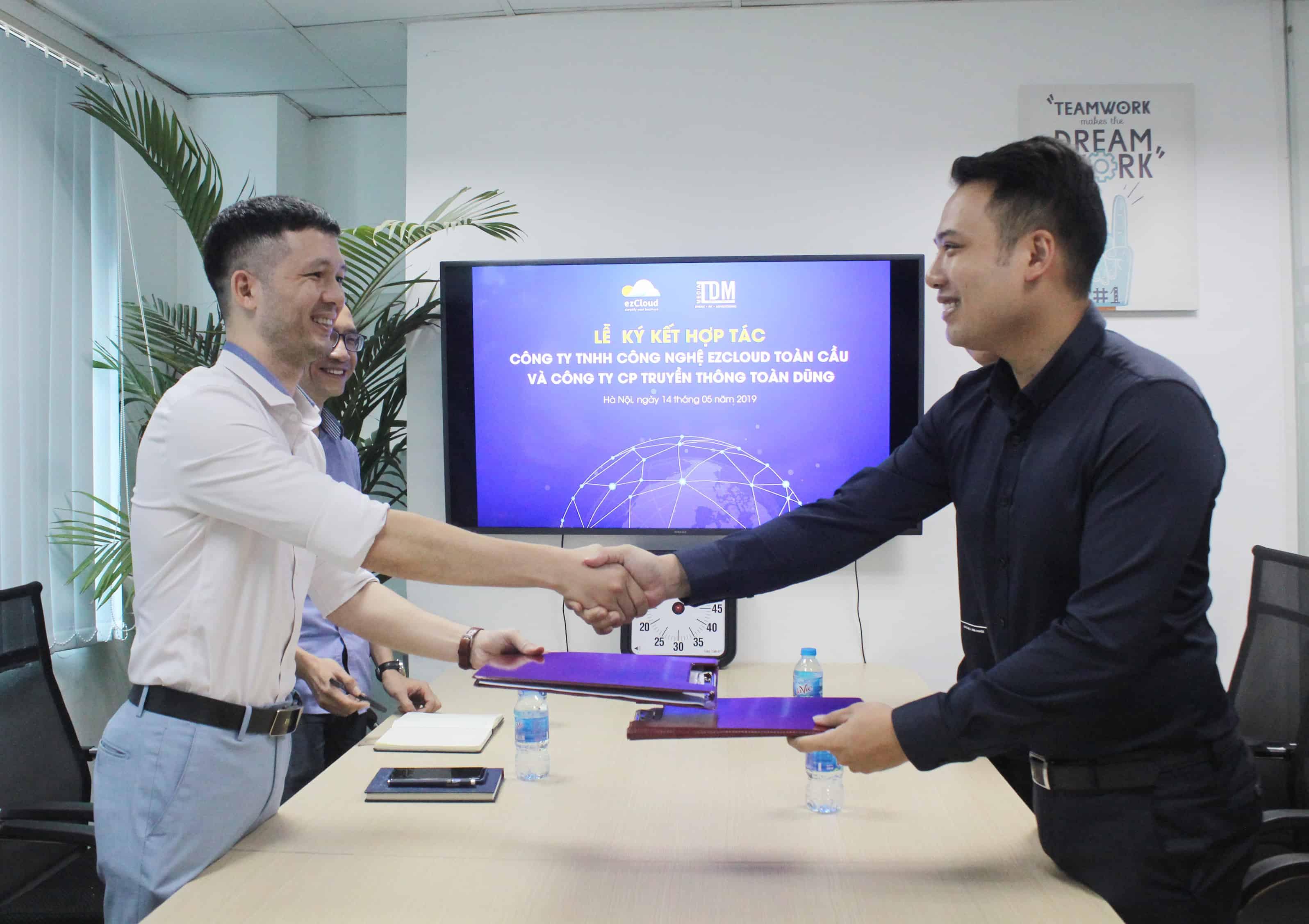 """ezCloud và Toàn Dũng MEDIA hợp tác """"Số hóa dữ liệu du lịch Việt Nam"""""""