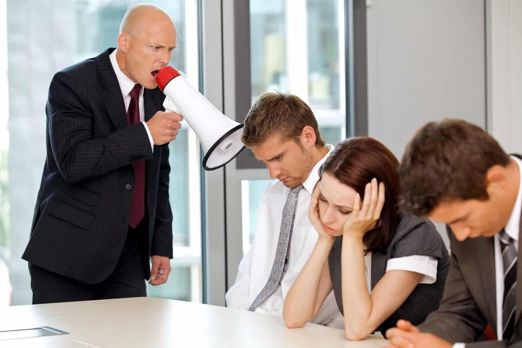 hạn chế gia tăng quyền lực giữa sếp và nhân viên