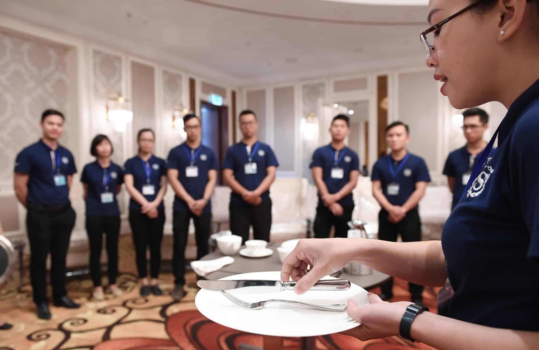 Cross-training là gì? Những điều cần biết về Cross-training trong khách sạn