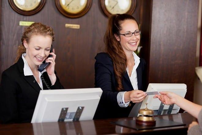 12 bước trả lời điện thoại đúng chuẩn cho lễ tân khách sạn
