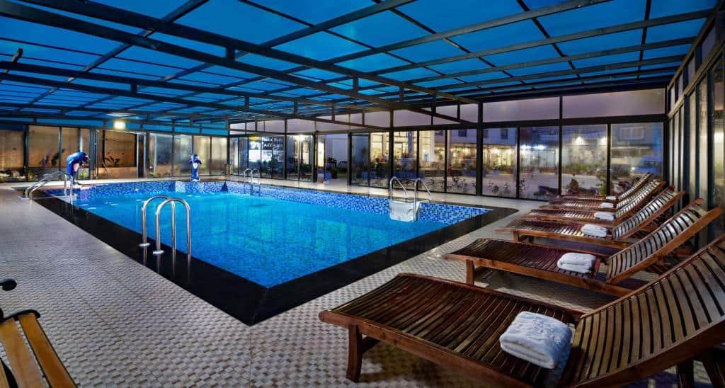 Dịch vụ bể bơi 4 mùa tại khách sạn