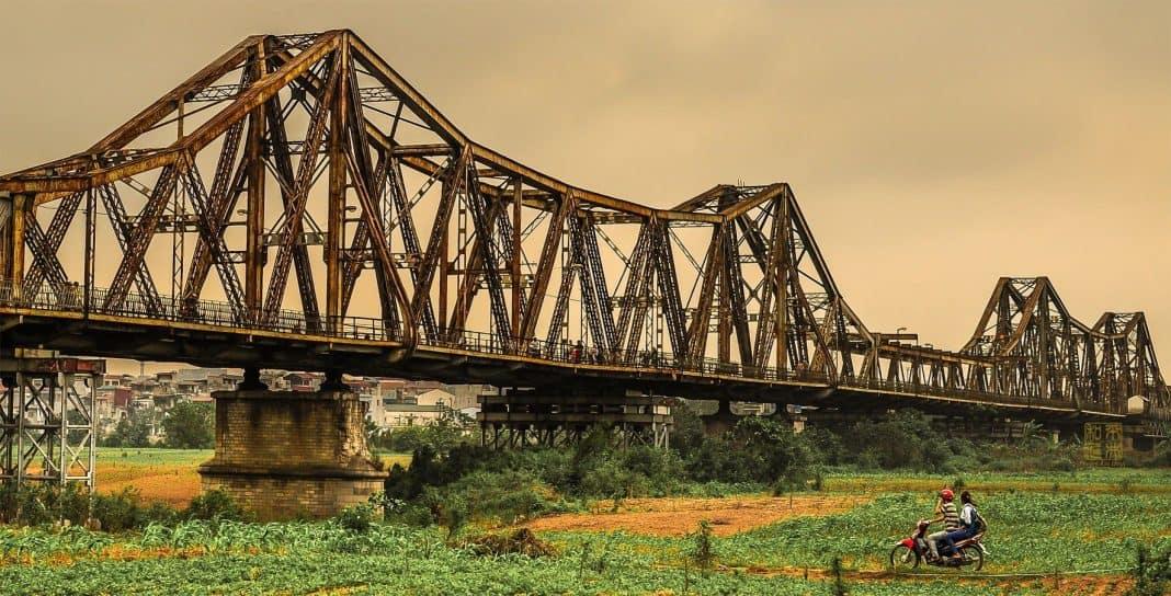 10 điểm du lịch Hà Nội không thể bỏ qua 2019 - cầu long biên