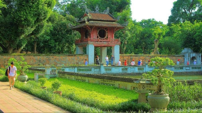 10 điểm du lịch Hà Nội không thể bỏ qua 2019 - văn miếu quốc tử giám