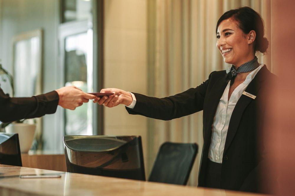Giao tiếp tiếng Anh trong khách sạn khi check-in, check-out