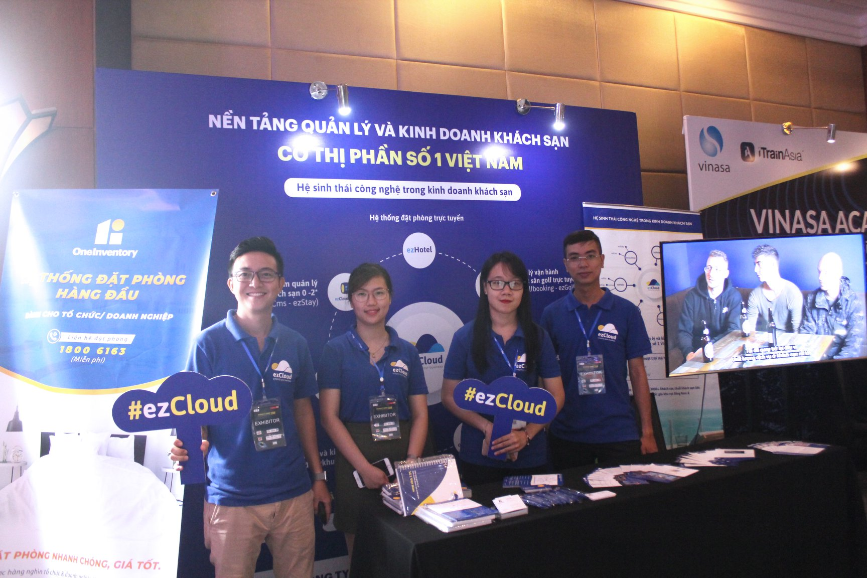 Gian hàng ezCloud tại sự kiện Vietnam ICT Summit 2019