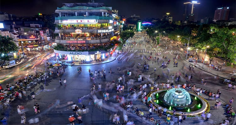 10 điểm du lịch Hà Nội không thể bỏ qua 2019 - phố đi bộ hồ Gươm