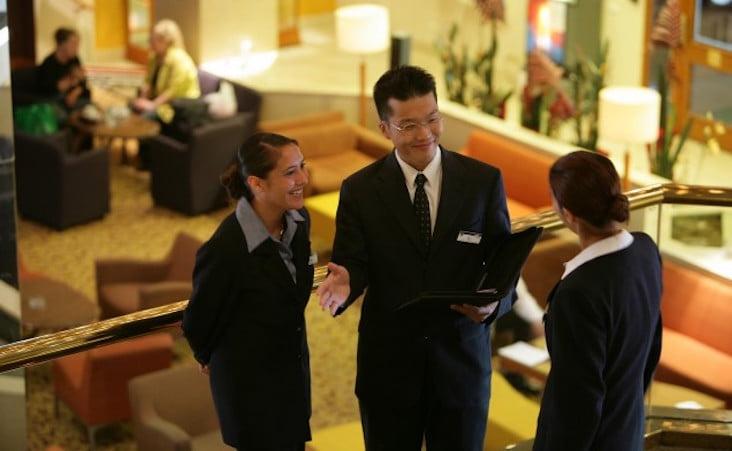 Quản trị khách sạn lương bao nhiêu