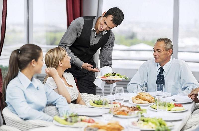 Khách hàng thường tip cho nhân viên phục vụ
