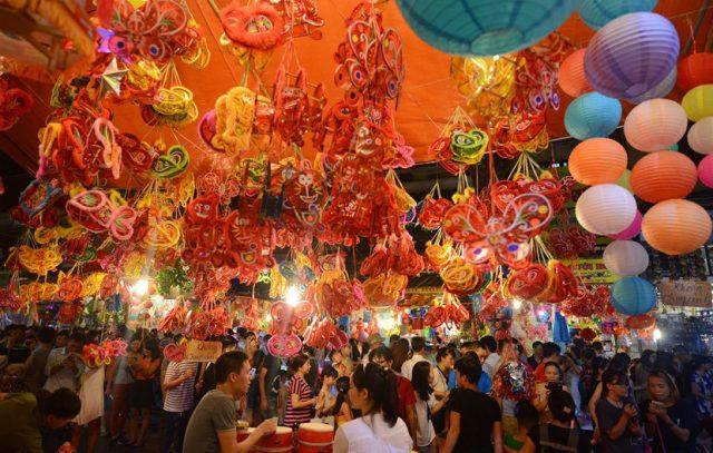 10 điểm du lịch Hà Nội không thể bỏ qua 2019 - phố Hàng Mã