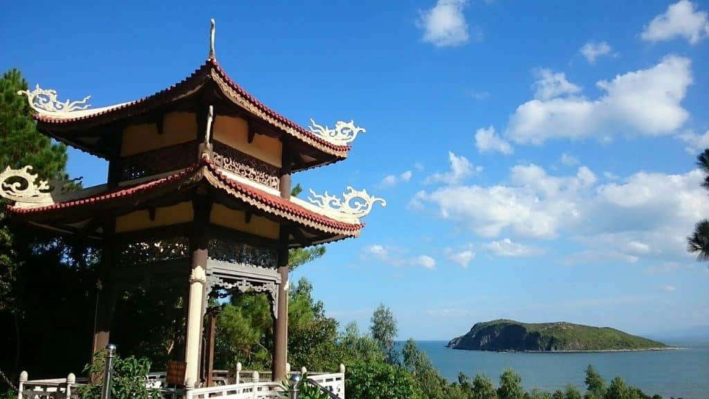 Địa điểm du lịch Quảng bình, Vũng Chùa - Đảo Yến