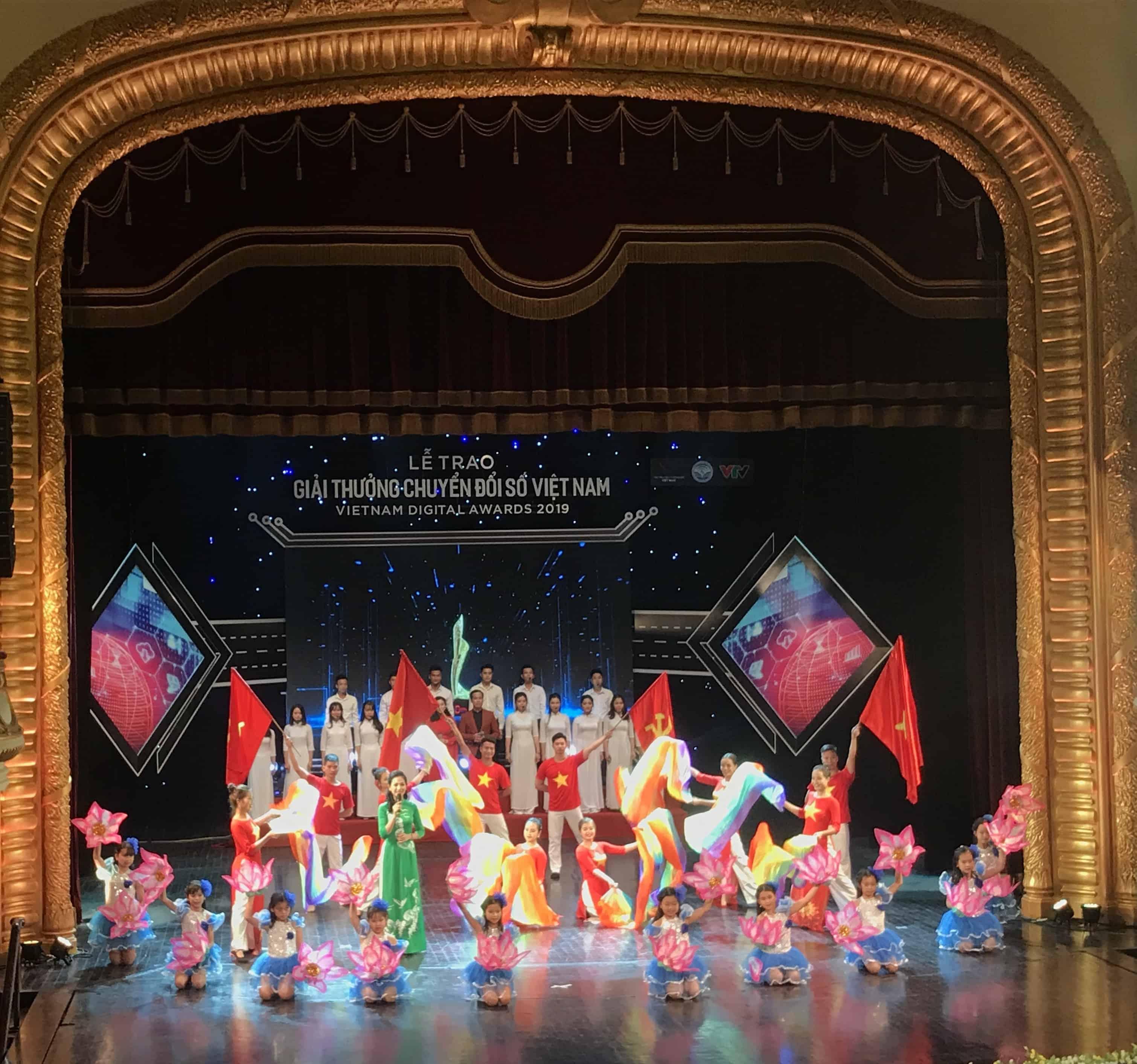 """OneInventory VÀ ezGolf nhận giải thưởng """"CHUYỂN ĐỔI SỐ VIỆT NAM – VIETNAM DIGITAL AWARDS 2019"""""""