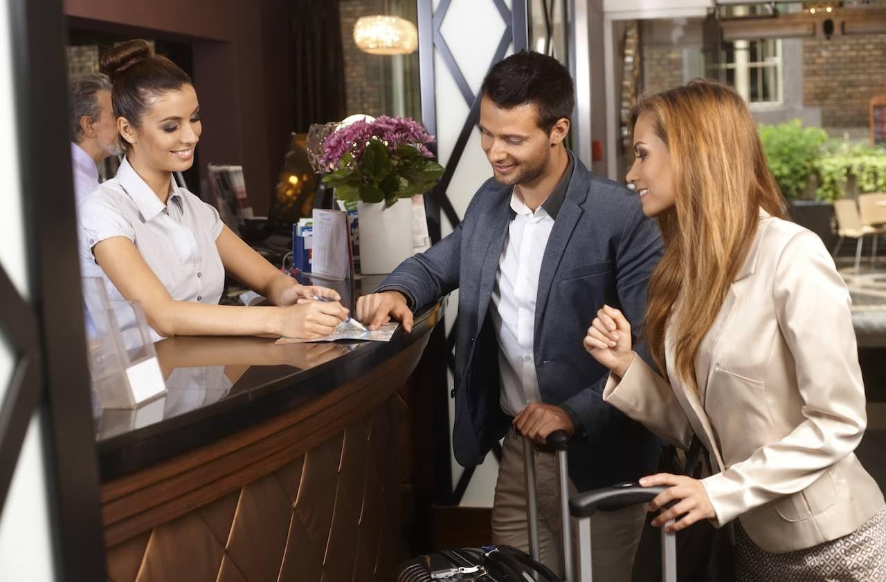 Yêu cầu đối với nhân viên lễ tân khách sạn về ngoại hình