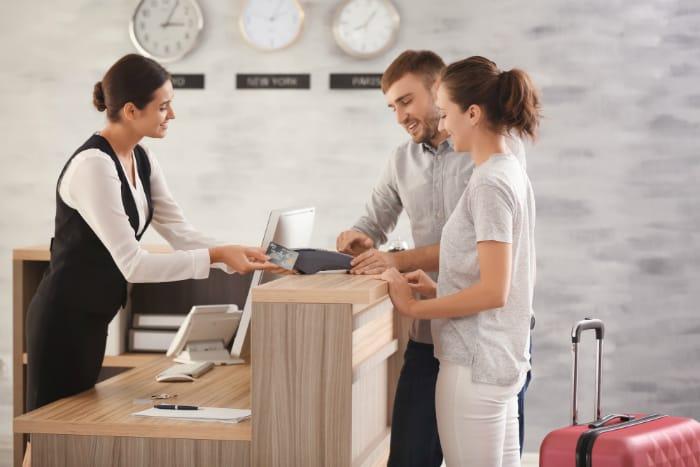 Con người là một yếu tố quan trọng trong kinh doanh khách sạn